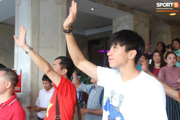 Đội tuyển U22 Việt Nam có mặt tại sân bay Philippines, làm thủ tục chuẩn bị về nước - Ảnh 12.