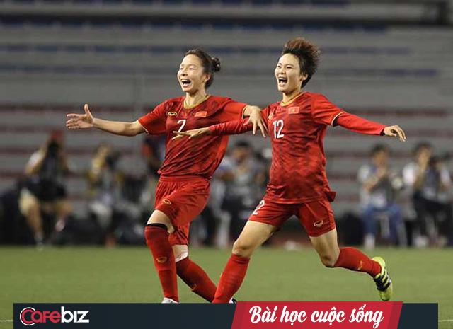 HLV Mai Đức Chung: Khó khăn lớn nhất của cầu thủ nữ Việt Nam tại SEA Games là thiếu ăn, mới ăn 1 bát đã hết, nhưng các cháu chịu khổ quen rồi! - Ảnh 3.