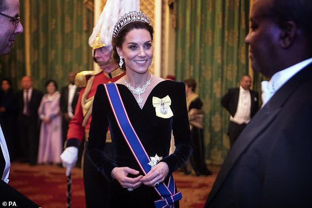 Công nương Kate ngày càng mang khí chất của một Hoàng hậu trong tương lai, khác một trời một vực so với hình ảnh bị chê bai cách đây 4 năm - Ảnh 1.