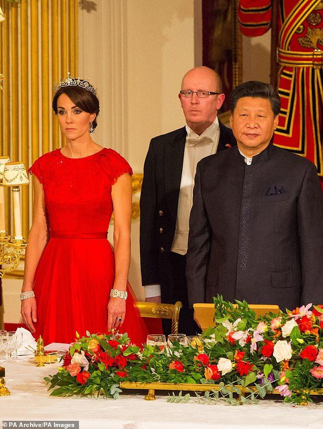 Công nương Kate ngày càng mang khí chất của một Hoàng hậu trong tương lai, khác một trời một vực so với hình ảnh bị chê bai cách đây 4 năm - Ảnh 2.