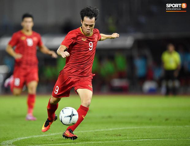 Báo hàng đầu châu Á chọn ra 5 cầu thủ Việt Nam hay nhất năm 2019: Văn Hậu xuất sắc thế cũng không có tên, nhưng vị trí số 1 thì không bất ngờ - Ảnh 1.