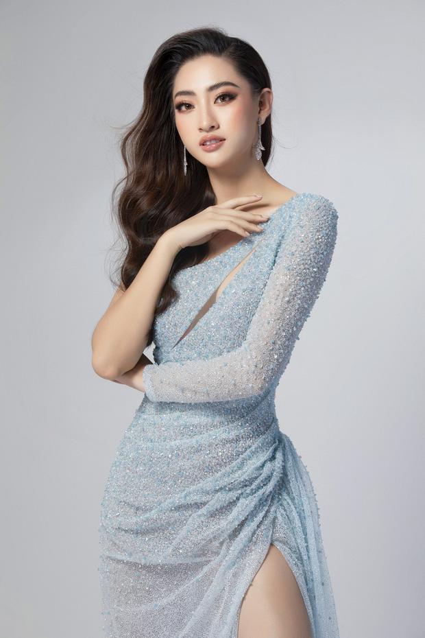 Lương Thùy Linh hé lộ trang phục dạ hội khoe đôi chân cực phẩm 1m22, sẵn sàng cho chung kết Miss World tối nay - Ảnh 2.