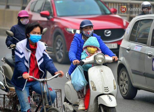 Không khí Hà Nội tiếp tục ô nhiễm nghiêm trọng khiến nhiều người phải thốt lên đầy hoang mang: Không muốn bước ra đường luôn - Ảnh 12.