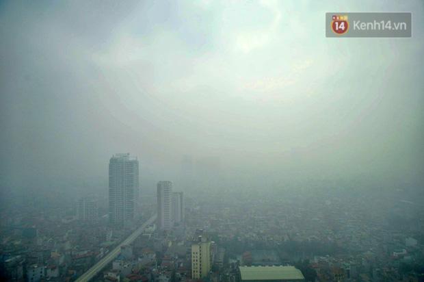 Không khí Hà Nội tiếp tục ô nhiễm nghiêm trọng khiến nhiều người phải thốt lên đầy hoang mang: Không muốn bước ra đường luôn - Ảnh 3.