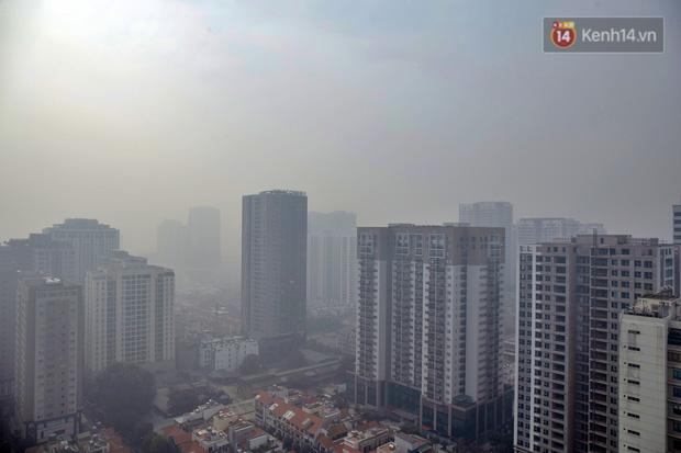 Không khí Hà Nội tiếp tục ô nhiễm nghiêm trọng khiến nhiều người phải thốt lên đầy hoang mang: Không muốn bước ra đường luôn - Ảnh 4.