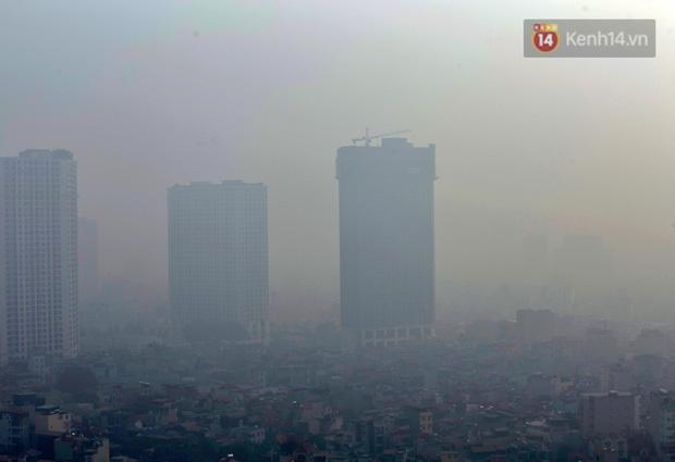 Không khí Hà Nội tiếp tục ô nhiễm nghiêm trọng khiến nhiều người phải thốt lên đầy hoang mang: Không muốn bước ra đường luôn - Ảnh 5.