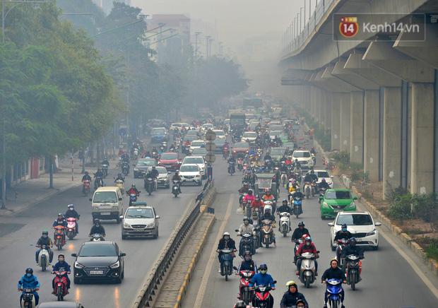 Không khí Hà Nội tiếp tục ô nhiễm nghiêm trọng khiến nhiều người phải thốt lên đầy hoang mang: Không muốn bước ra đường luôn - Ảnh 10.