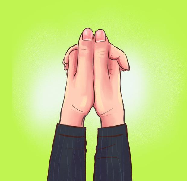 Cách bạn nắm hai bàn tay lại sẽ tiết lộ tính cách, mức độ thông minh, khả năng làm lãnh đạo của bạn, cùng thử nhé! - Ảnh 2.
