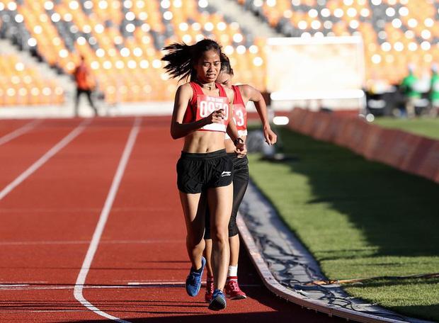 Chuyện một nữ VĐV điền kinh chạy Grab phụ giúp gia đình, giấu bố mẹ sang Philippines tham dự SEA Games rồi giành luôn huy chương vàng - Ảnh 1.