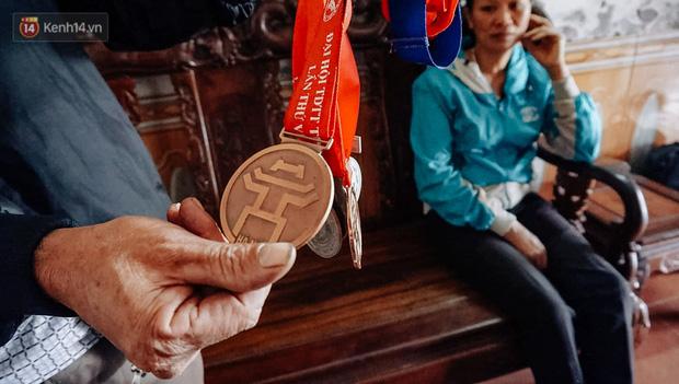 Chuyện một nữ VĐV điền kinh chạy Grab phụ giúp gia đình, giấu bố mẹ sang Philippines tham dự SEA Games rồi giành luôn huy chương vàng - Ảnh 4.