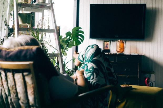 Việc nhẹ lương cao dành cho hội lười: Chỉ cần ngủ đủ 9 tiếng một ngày, thức dậy xem TV, khóc thuê ở đám ma cũng kiếm được tỷ đồng mỗi năm - Ảnh 4.