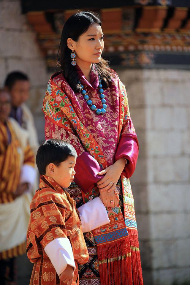 Hoàng hậu vạn người mê Bhutan thông báo tin vui khiến dân chúng vỡ òa hạnh phúc, dù mang thai lần 2 vẫn thần thái hơn người - Ảnh 3.
