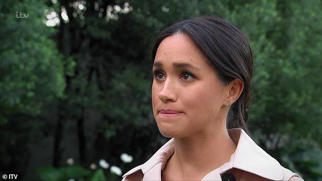 Cùng xuất hiện trên truyền hình, 2 nàng dâu hoàng gia Anh được đem ra so sánh, Công nương Kate đánh bại em dâu Meghan bởi một loạt ưu điểm - Ảnh 2.