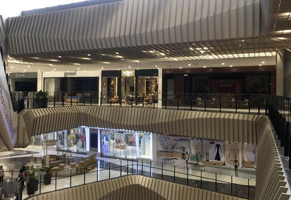 Thất vọng Aeon Mall Hà Đông, khai trương rồi hàng đóng cửa im lìm - Ảnh 12.