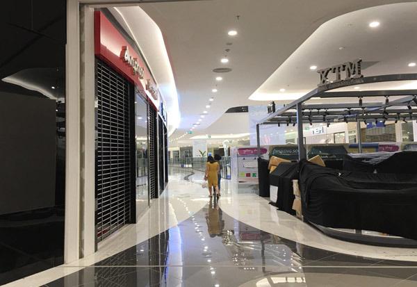 Thất vọng Aeon Mall Hà Đông, khai trương rồi hàng đóng cửa im lìm - Ảnh 4.