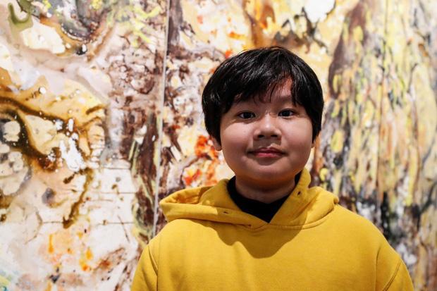 Cây cọ nhí người Việt được khen ngợi và so sánh với họa sĩ nổi tiếng trên đất Mỹ, mới 12 tuổi đã thu về 3,5 tỷ từ việc bán tranh - Ảnh 1.