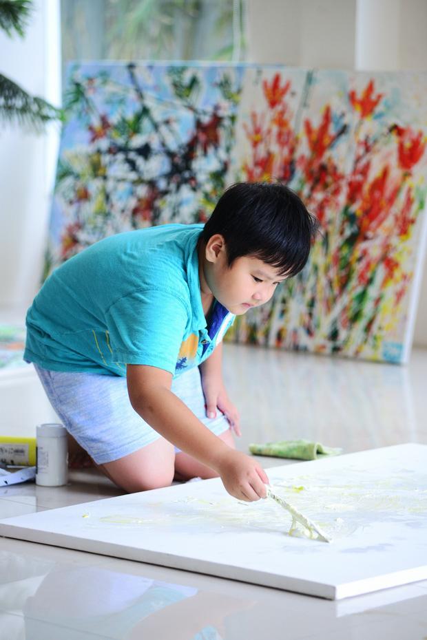 Cây cọ nhí người Việt được khen ngợi và so sánh với họa sĩ nổi tiếng trên đất Mỹ, mới 12 tuổi đã thu về 3,5 tỷ từ việc bán tranh - Ảnh 2.