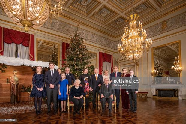 Công chúa xinh đẹp nhất hoàng gia Bỉ lại gây sốt với vẻ ngoài tựa nữ thần, khí chất của một Nữ hoàng tương lai là đây! - Ảnh 1.