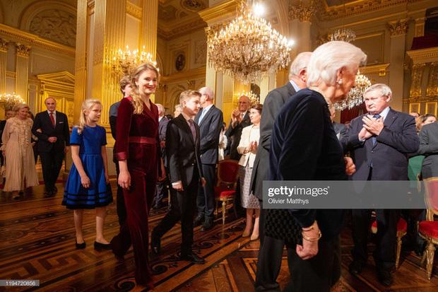 Công chúa xinh đẹp nhất hoàng gia Bỉ lại gây sốt với vẻ ngoài tựa nữ thần, khí chất của một Nữ hoàng tương lai là đây! - Ảnh 3.