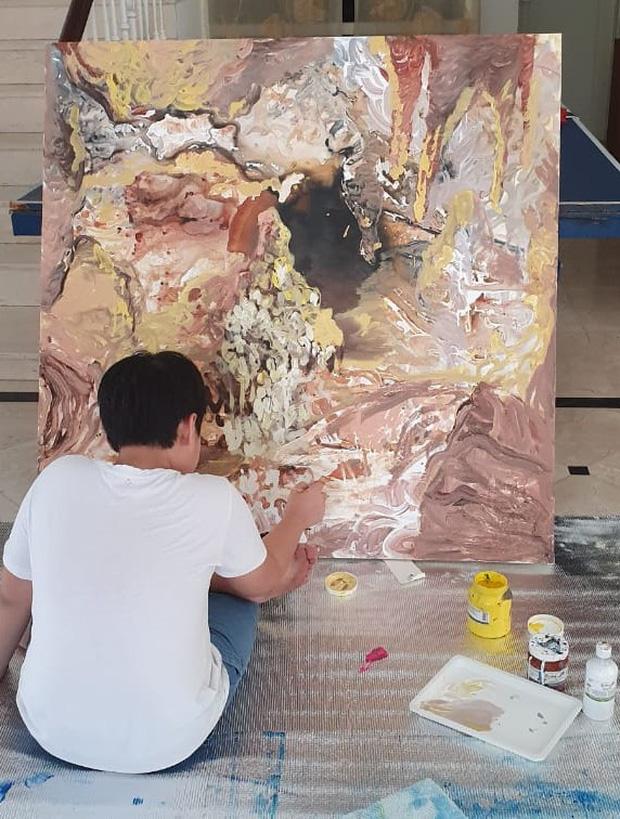 Cây cọ nhí người Việt được khen ngợi và so sánh với họa sĩ nổi tiếng trên đất Mỹ, mới 12 tuổi đã thu về 3,5 tỷ từ việc bán tranh - Ảnh 4.
