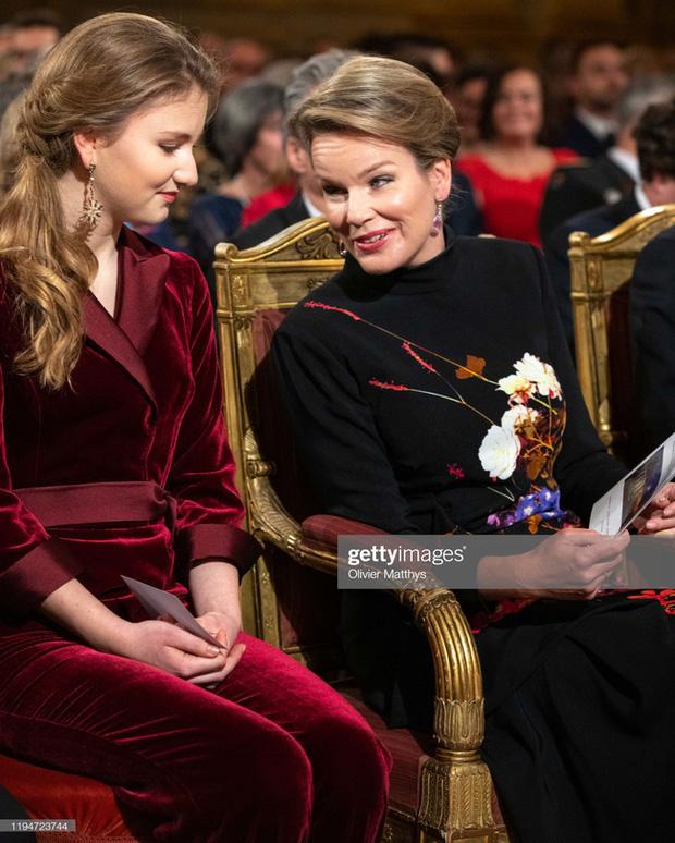 Công chúa xinh đẹp nhất hoàng gia Bỉ lại gây sốt với vẻ ngoài tựa nữ thần, khí chất của một Nữ hoàng tương lai là đây! - Ảnh 6.