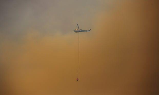 Thảm họa cháy rừng lớn nhất lịch sử Úc: Nhà hát Opera Sydney khuất sau khói mù, 2 người thiệt mạng khi tình nguyện dập lửa khiến cả nước xót thương - Ảnh 4.