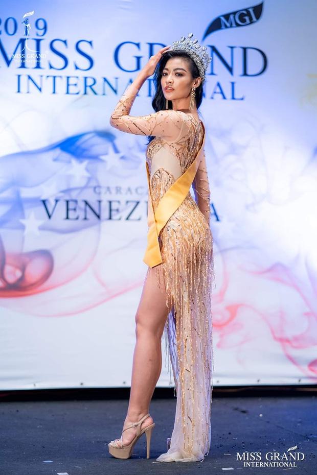 Ngỡ ngàng nhan sắc Việt lên tầm cao mới trên đấu trường quốc tế năm 2019: Hoàng Thùy và Lương Thùy Linh suýt tạo kỳ tích - Ảnh 20.