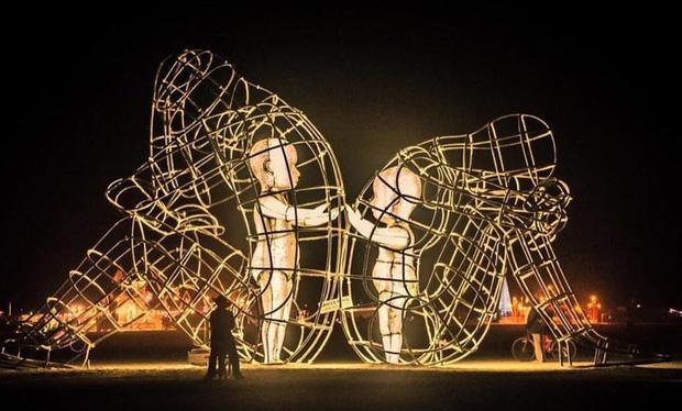 7 bức tượng điêu khắc nổi tiếng ẩn chứa bên trong những câu chuyện đầy nhân văn, có thể khiến mọi con tim phải rơi lệ - Ảnh 3.