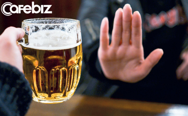 Người mắc bệnh gan ngày càng tăng, bác sĩ BV Việt Đức: Không một cơ thể khoẻ mạnh nào có thể chịu đựng được thói quen uống bia rượu của người Việt - Ảnh 1.