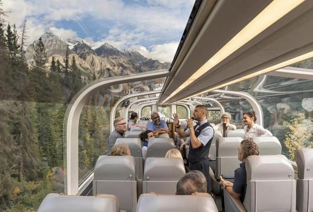 Cận cảnh đoàn tàu view kính 180 độ có thật ở Canada, đi tới đâu là du khách tha hồ ngắm cảnh tuyệt đẹp đến đấy - Ảnh 12.