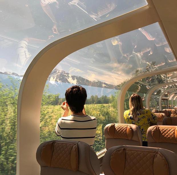 Cận cảnh đoàn tàu view kính 180 độ có thật ở Canada, đi tới đâu là du khách tha hồ ngắm cảnh tuyệt đẹp đến đấy - Ảnh 13.