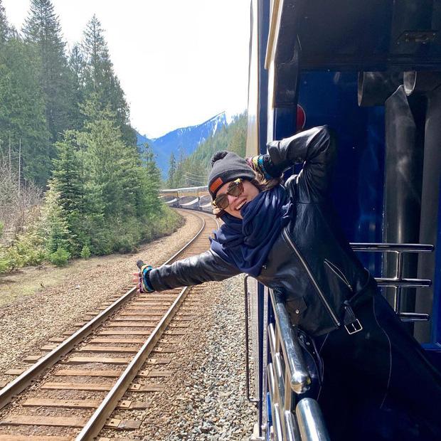 Cận cảnh đoàn tàu view kính 180 độ có thật ở Canada, đi tới đâu là du khách tha hồ ngắm cảnh tuyệt đẹp đến đấy - Ảnh 16.