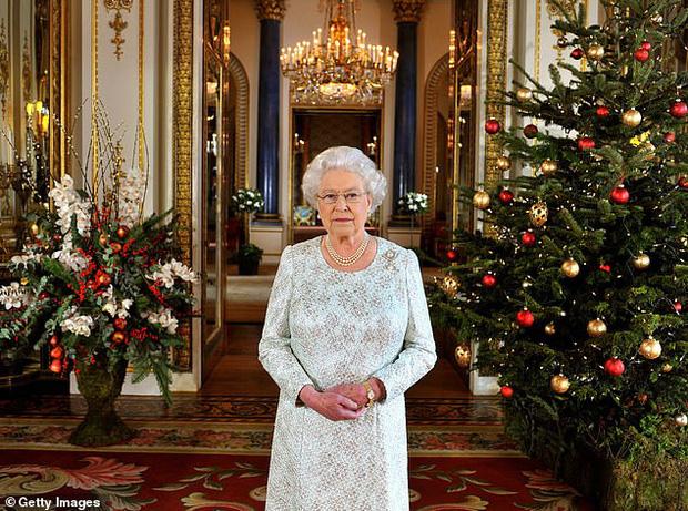Loạt ảnh hiếm về những khoảnh khắc đón Giáng sinh vui vẻ trong quá khứ của Hoàng gia Anh suốt nhiều thập kỷ khiến dân mạng bồi hồi - Ảnh 16.