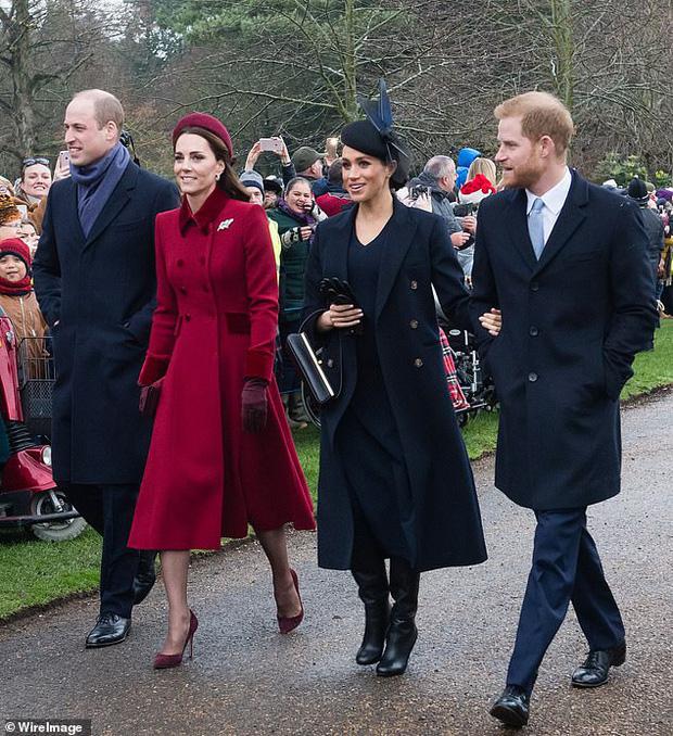 Loạt ảnh hiếm về những khoảnh khắc đón Giáng sinh vui vẻ trong quá khứ của Hoàng gia Anh suốt nhiều thập kỷ khiến dân mạng bồi hồi - Ảnh 19.