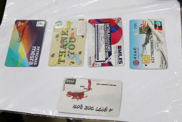 Thủ đoạn rút trộm tiền tỷ ở các trụ ATM của nhóm tội phạm xuyên quốc gia - Ảnh 3.