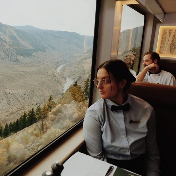 Cận cảnh đoàn tàu view kính 180 độ có thật ở Canada, đi tới đâu là du khách tha hồ ngắm cảnh tuyệt đẹp đến đấy - Ảnh 25.