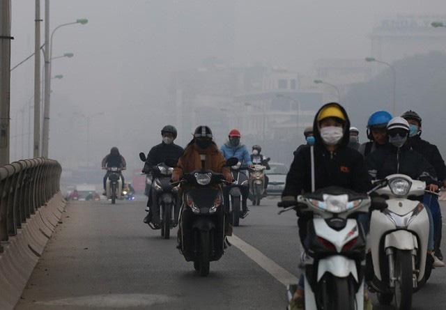 Hà Nội: Sương mù bao phủ dày đặc, các tòa nhà cao tầng bất ngờ biến mất - Ảnh 12.