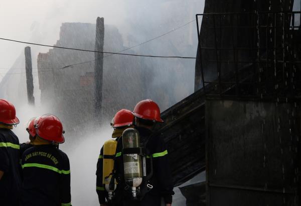 Cháy lớn cạnh chợ nổi Cái Răng - Ảnh 3.