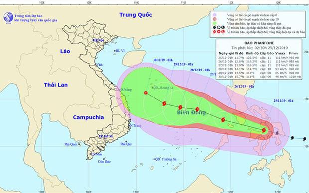 Bão Phanfone giật cấp 13 áp sát Biển Đông, Hà Nội chuẩn bị trở rét - Ảnh 1.