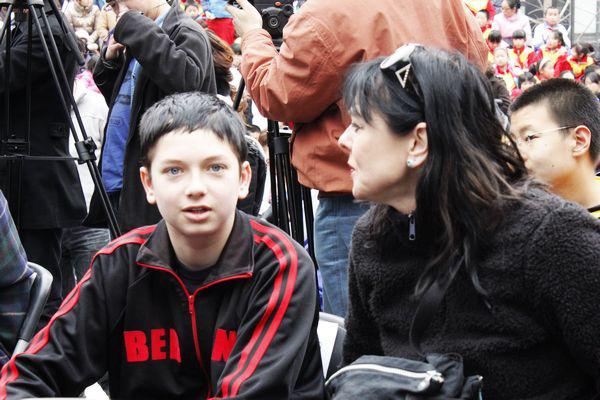 Nhìn lại hành trình thành tài gian nan của cậu bé khác người thường mới thấy niềm tin và tình yêu của cha mẹ có thể thay đổi tất cả - Ảnh 1.