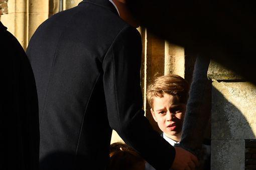 Vắng em dâu Meghan Markle, Công nương Kate nở nụ cười tỏa nắng, tâm điểm chú ý là Công chúa Charlotte nổi bật như một ngôi sao - Ảnh 9.