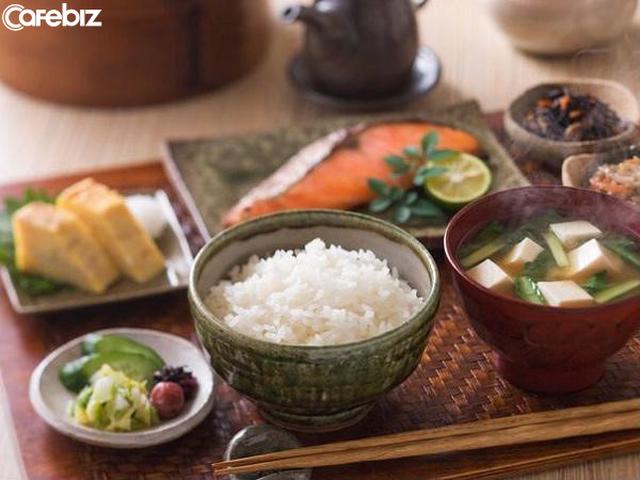 Người Nhật dựa vào đâu sống lâu nhất thế giới? 3 nguyên tắc cơ bản trong bữa tối là chìa khóa giúp họ thọ hơn ta 10 năm - Ảnh 1.