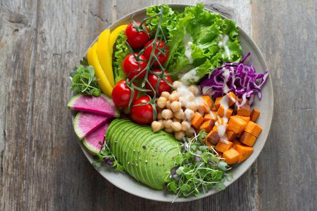 Ăn chay để giảm cân, thanh lọc cơ thể lâu ngày có thể phản tác dụng, khiến bạn gặp phải 4 vấn đề sức khỏe tiềm tàng - Ảnh 3.