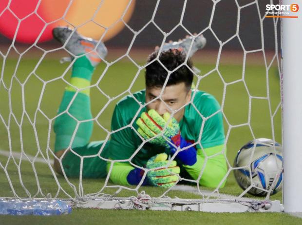 HLV thủ môn tuyển Việt Nam lý giải vì sao Tiến Dũng phải ngồi dự bị, dự đoán tương lai nhóm thủ môn U22 Việt Nam  - Ảnh 1.