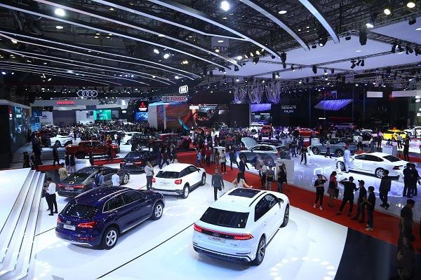 Ô tô Việt đại hạ giá năm 2019, khách hàng lợi trăm bề - Ảnh 1.