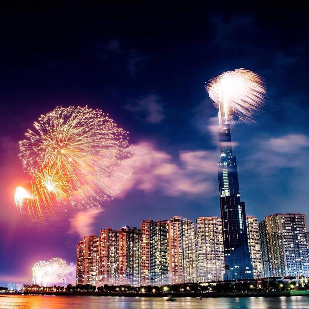 Ghim ngay 6 địa điểm ngắm pháo hoa đẹp nhất Sài Gòn dịp Tết Dương lịch 2020, lập hội đi countdown đón năm mới liền thôi! - Ảnh 2.