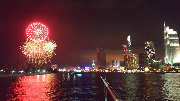 Ghim ngay 6 địa điểm ngắm pháo hoa đẹp nhất Sài Gòn dịp Tết Dương lịch 2020, lập hội đi countdown đón năm mới liền thôi! - Ảnh 4.