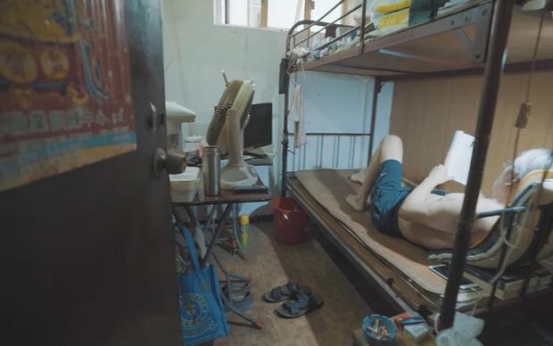Bên trong những căn nhà chuồng cọp tại Hong Kong: Cả một thế giới kỳ lạ, từ nghèo tột cùng đến trung lưu ăn trắng mặc trơn tại cùng một tòa nhà - Ảnh 6.
