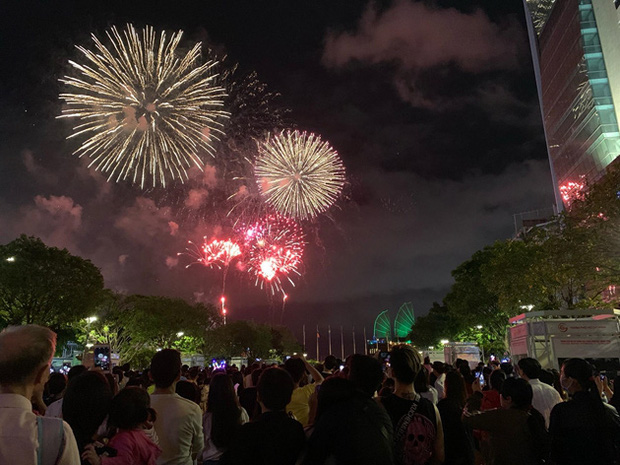 Ghim ngay 6 địa điểm ngắm pháo hoa đẹp nhất Sài Gòn dịp Tết Dương lịch 2020, lập hội đi countdown đón năm mới liền thôi! - Ảnh 8.