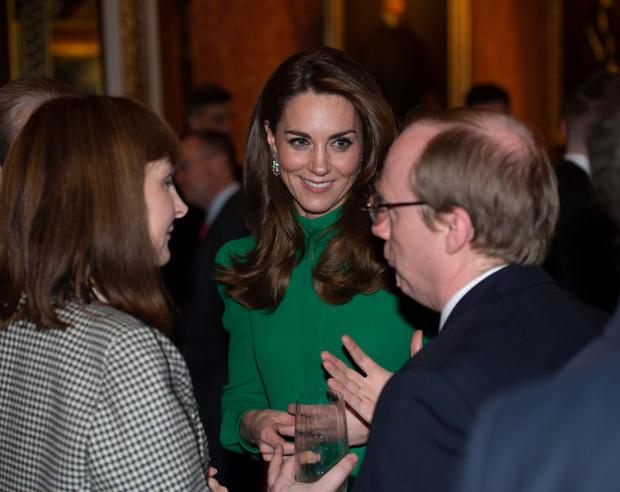 """Diện váy 30 triệu đồng, Công nương Kate """"cân"""" cả Hoàng gia Anh, đọ sắc với Đệ nhất phu nhân Mỹ - Ảnh 6."""